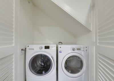 Main Level-Washer Dryer-_DSC3406