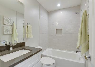 Upper Level-Bath-_DSC3468
